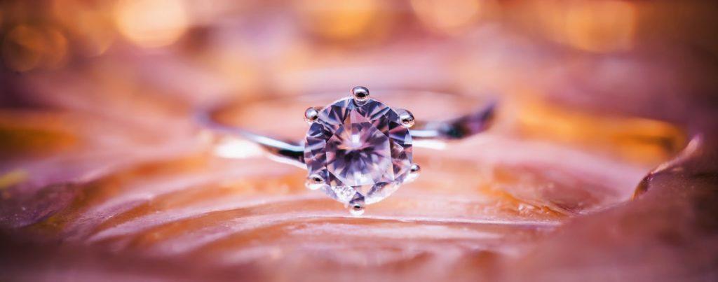 round brilliand diamond engagement ring